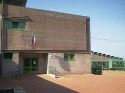 """immagine esterna del plesso di scuola secondaria di primo grado """"Mattioli - Petriccio"""""""
