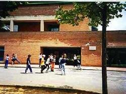 """immagine esterna del plesso di scuola primaria """"Federigo Tozzi"""""""